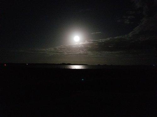 Moon+on+water.jpg