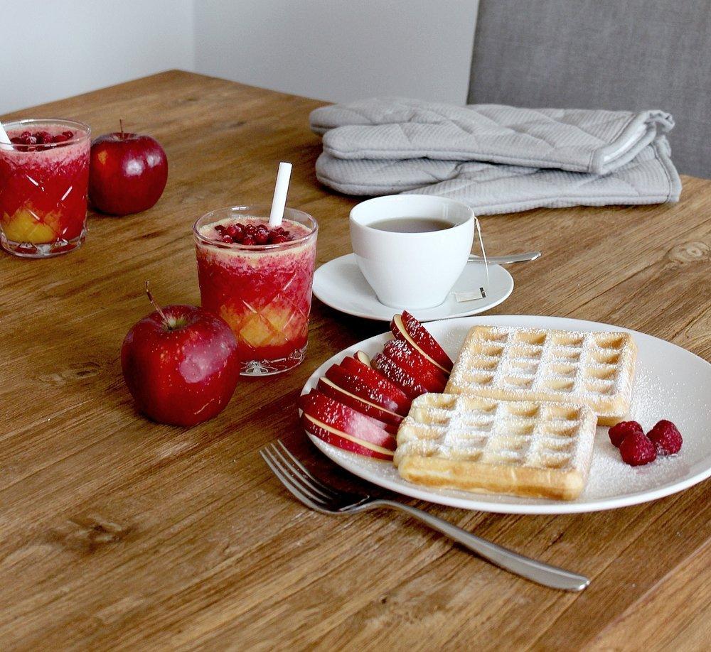 wafflesorangejuicetableapples.jpg