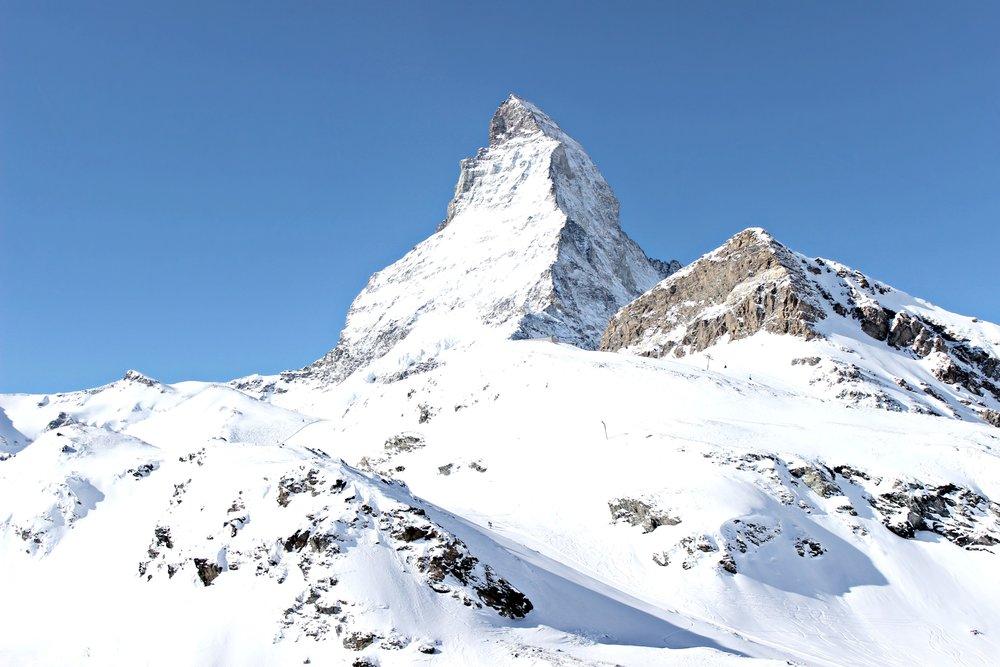 zermatt-matterhorn-blue-sky-snow.jpg