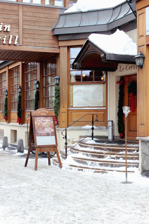 snow-zermatt-restaurant-athmosphere.jpg