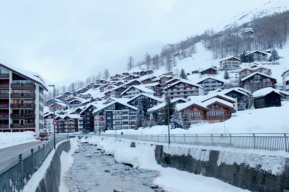 snow-zermatt-snow-river-cabins-atmosphere.jpg
