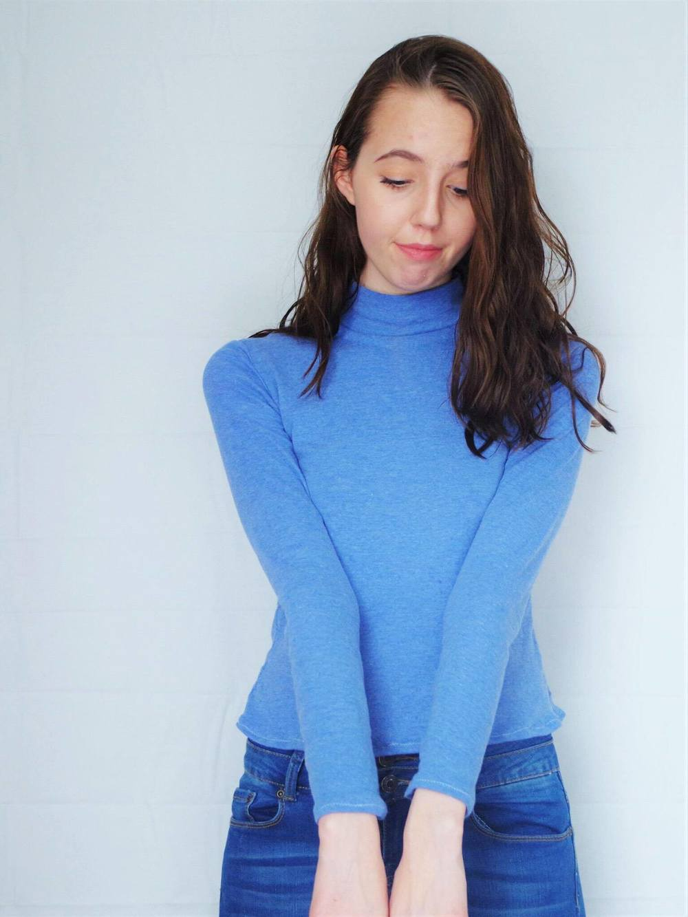 This trendy turtleneck was sewn up using Lekala's 5648 pattern. Click through for construction details!