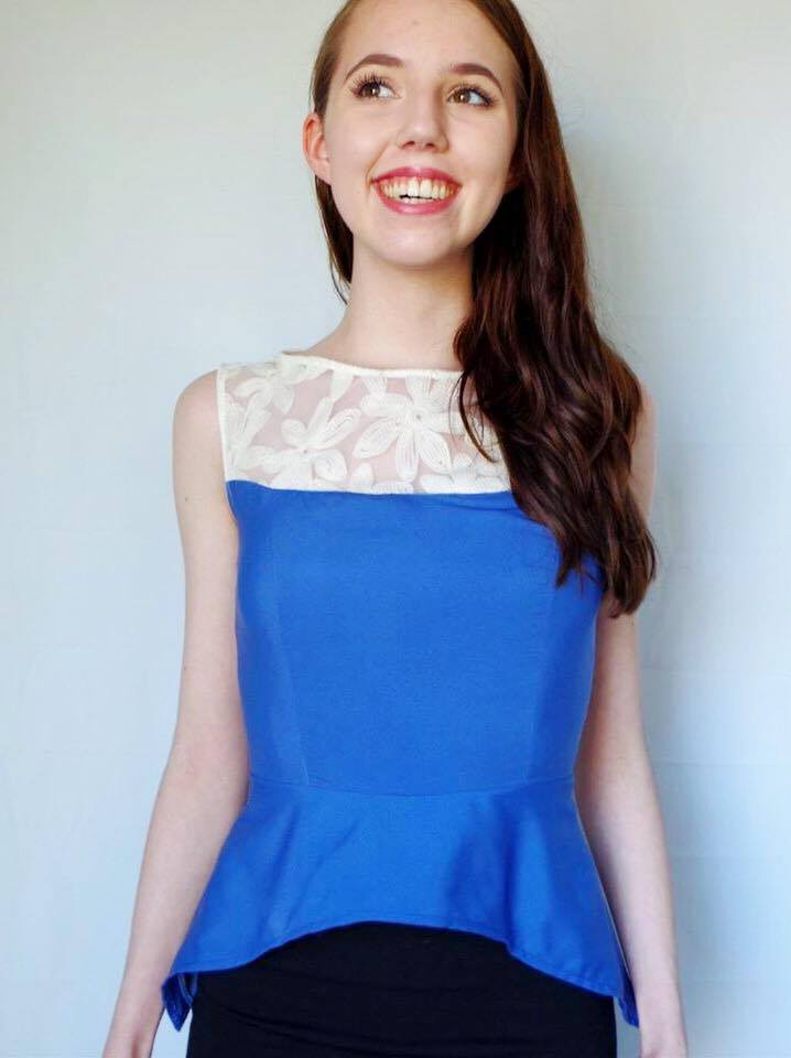 This peplum shirt is so EASY to DIY. Click through for details!