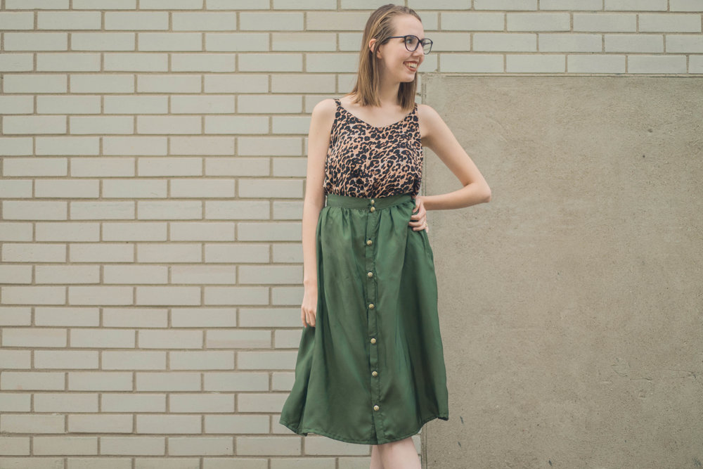 This button front midi skirt is EASY to sew with the Dolores Skirt Pattern from La Maison Victor! Find out how to DIY it in this post.