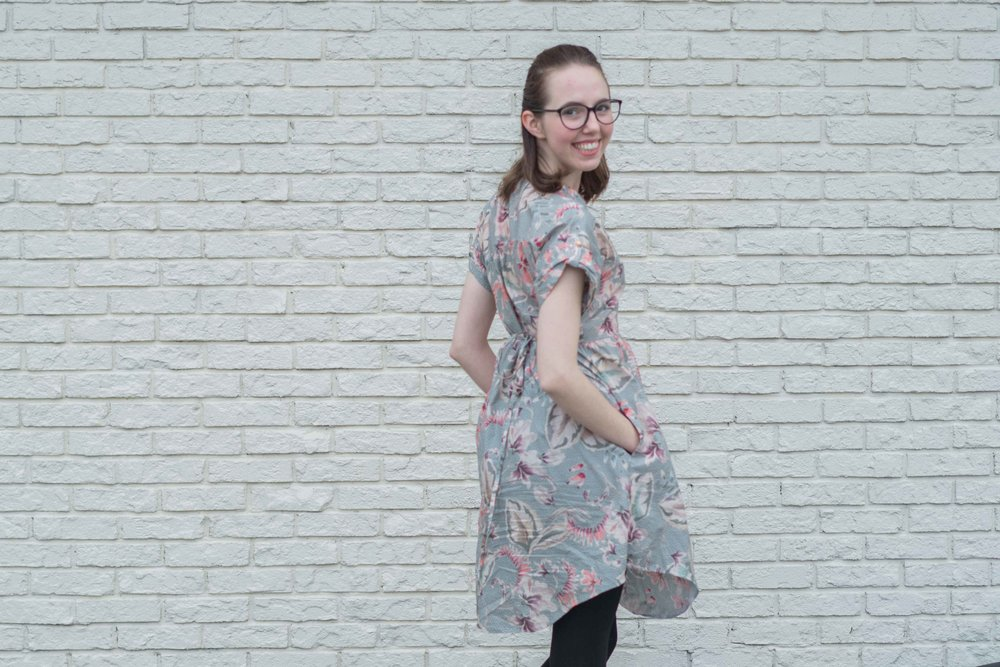 This DIY Fringe Dress is PERFECT for Fall! Check out how I sewed it myself in the post.