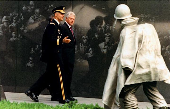 Korean War Veterans Memorial.. Pres. Clinton & Gen. Ivany. The Mural.jpg