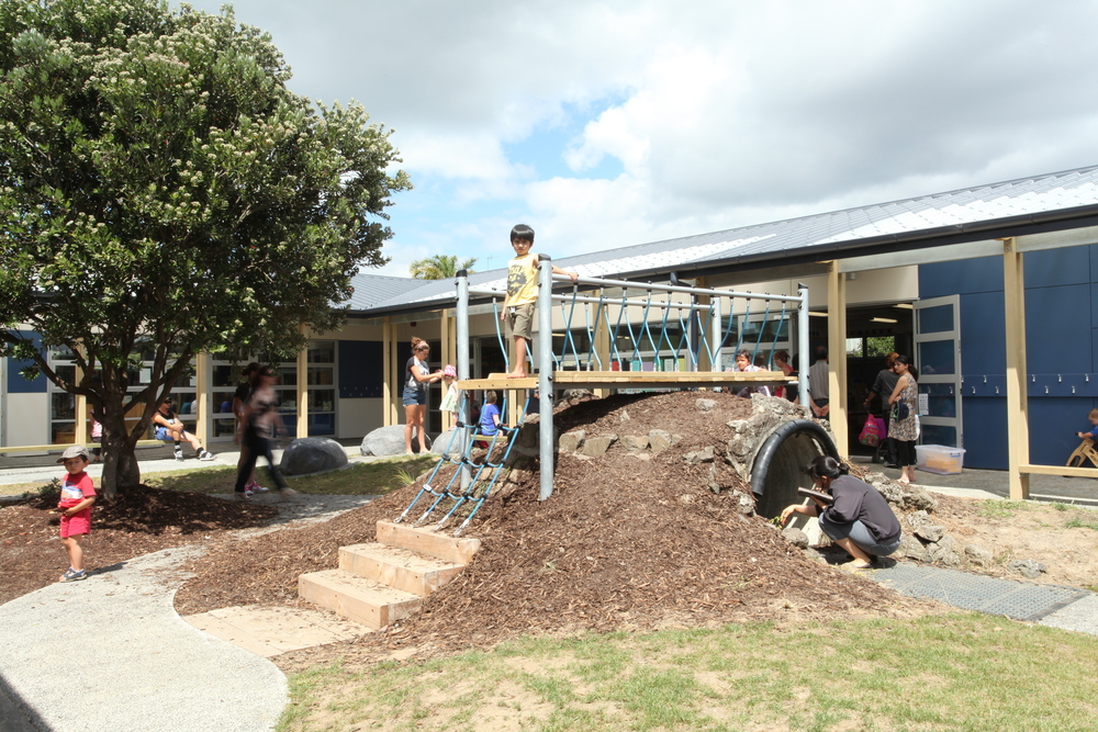 Marina View School Classroom & Library Replacement This project included the design of six classrooms and a library. The existing classroom block leaked, was dimly lit and a neglected courtyard flanked by a narrow verandah.
