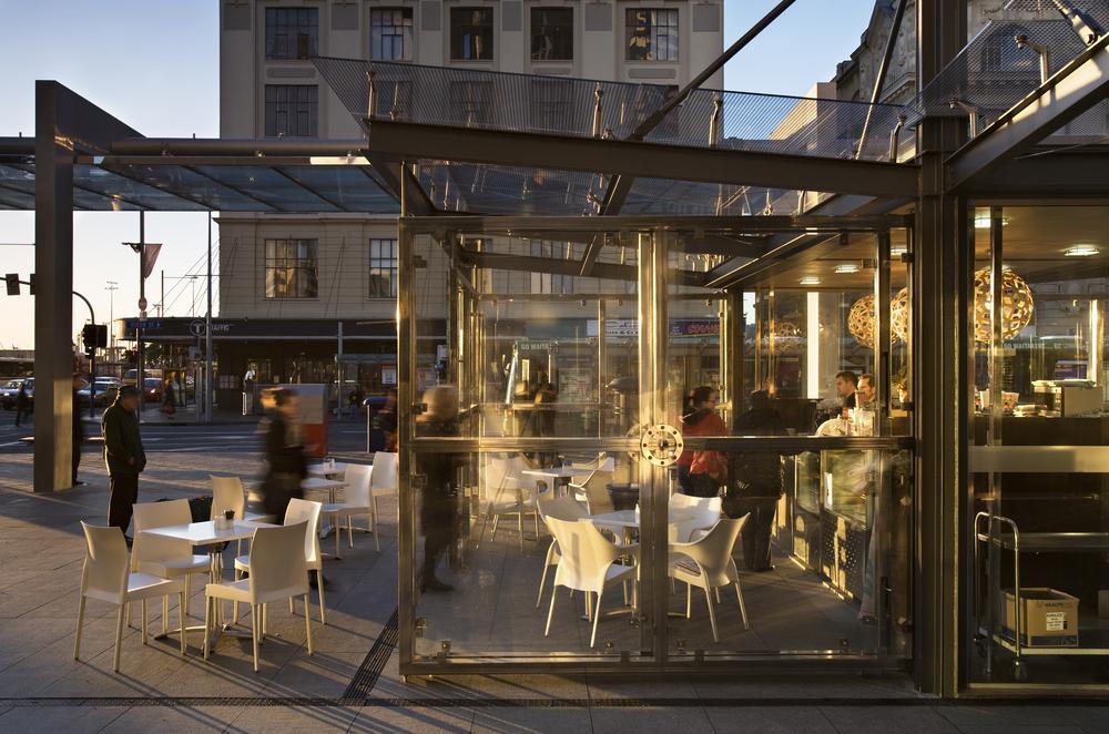 1QueenStreetCafe_Exterior12_L.jpg