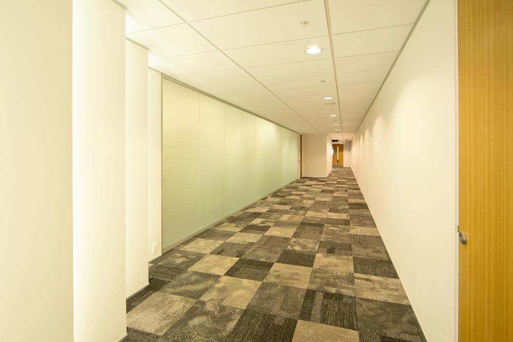 MOJ_IEE_Courts_Hallway_03.jpg