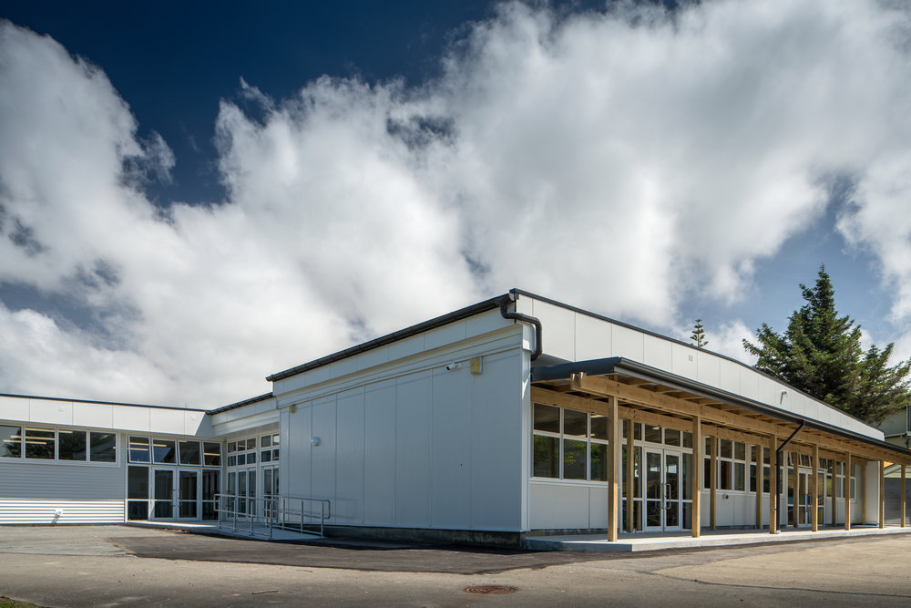 Mana College, Porirua A new Principal brought a fresh vision and direction to Porirua's Mana College. In line with this, S&T worked closely with the school to refurbish the Tech Block