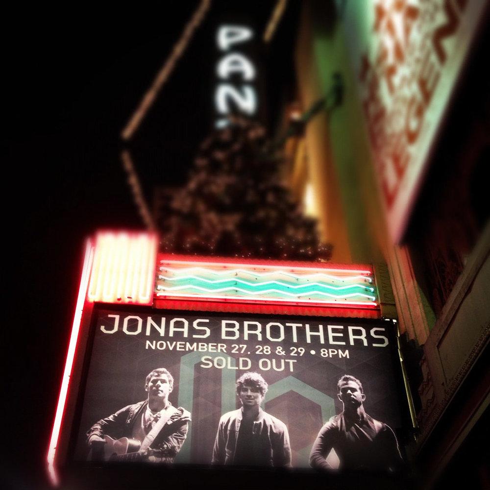 JonasBrothers_PantangesMarquee.jpg