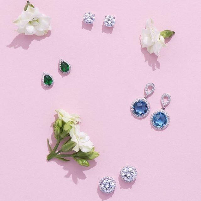 Stud earrings are an absolute jewelry wardrobe staple, and we have rounded up four favorites that are available in-shop and online right now! Shop link in profile (Photo @jasalynthorne)