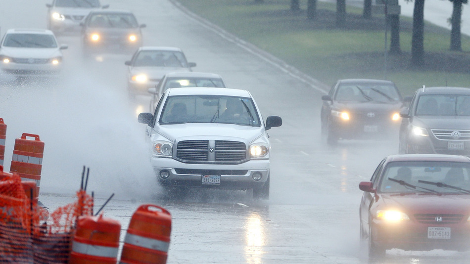Drivers navigate through a heavy rain shower down a bush street, Sunday April 17, 2016, in Richardson, Texas. IMAGE: AP PHOTO/TONY GUTIERREZ