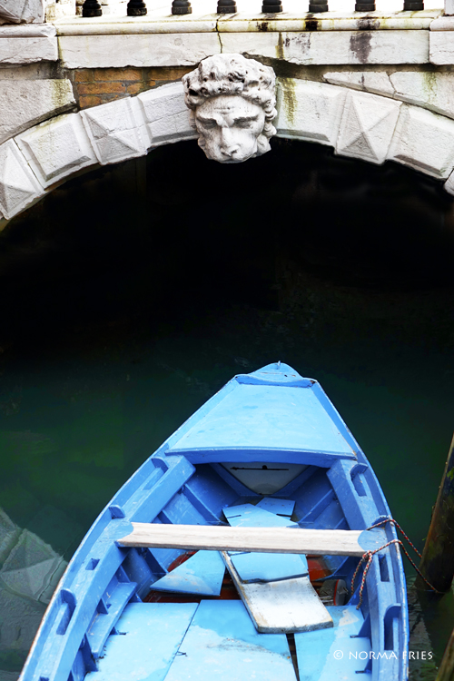 """IT218: """"Venice: blue boat with St. Mark's lion"""""""