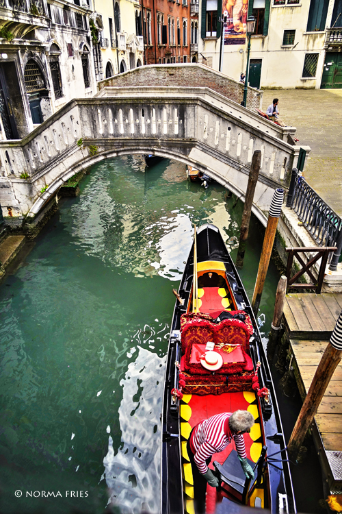"""IT229: """"Venice: gondalier gets ready for the day"""""""