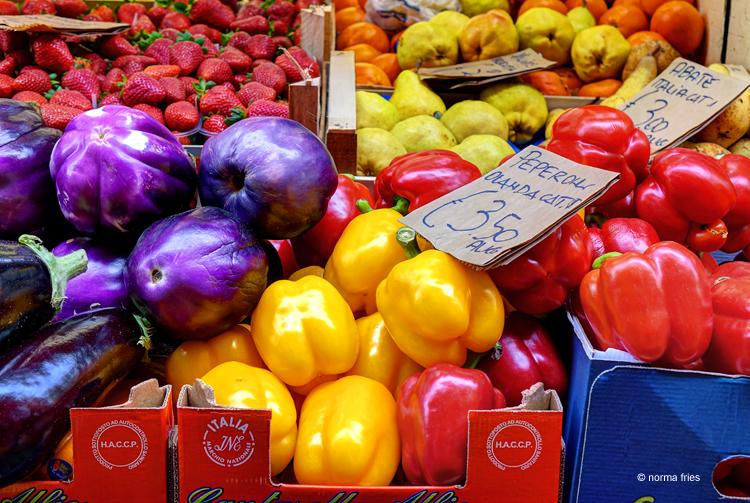 """IT281: """"Italy: vibrant market"""""""