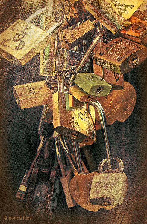 FR401 - Paris: Love locks