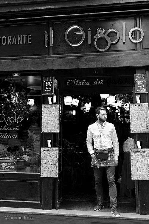 FR403 - Paris: Gigolo