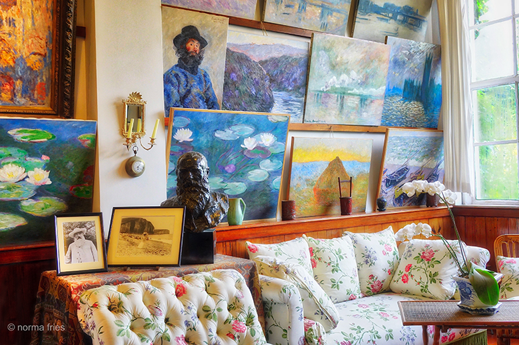 FR404 - Giverny, France: Monet's drawing room