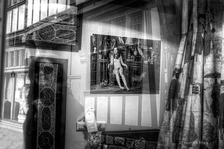 "FR436: ""Captive as captivating"" (Rouen, France)"