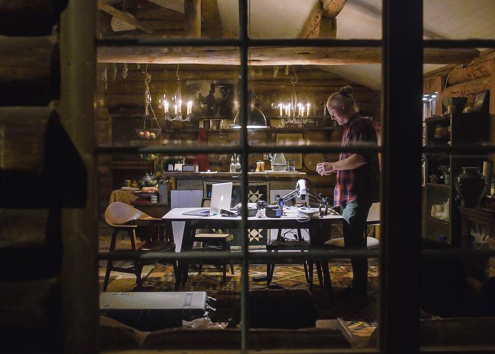 01_DarylVisscher_1_d through window.jpg