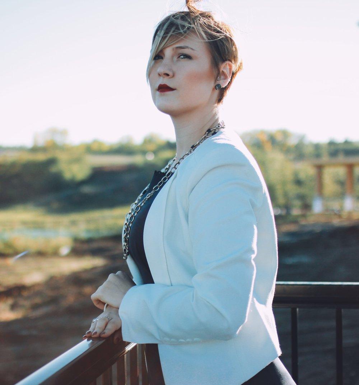 Photo Credit: Karen Chernecki  Clothing and accessories: Rhoda's Elegance Again