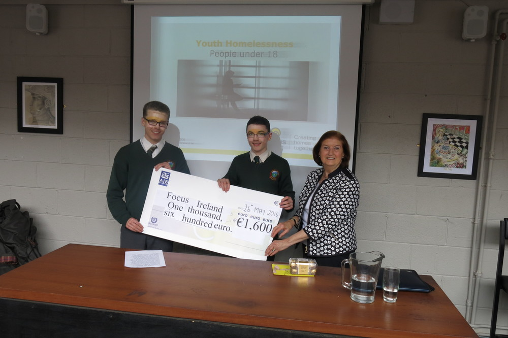 Éanna Ginnetty and Ben Moloney from 2A1 presenting the Focus Ireland representative with a cheque for €1600.