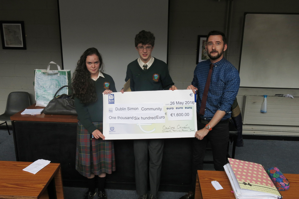 Lucy Creighton (2A5) and Eden Curran-O'Brien (2A2) presenting the Dublin Simon Community with a cheque for €1600.