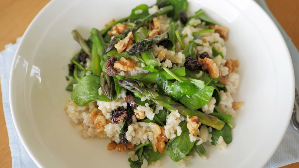 Brown rice salad with asparagus and walnuts - 澳门金莎游戏场natalie brady nutritionist!JPG