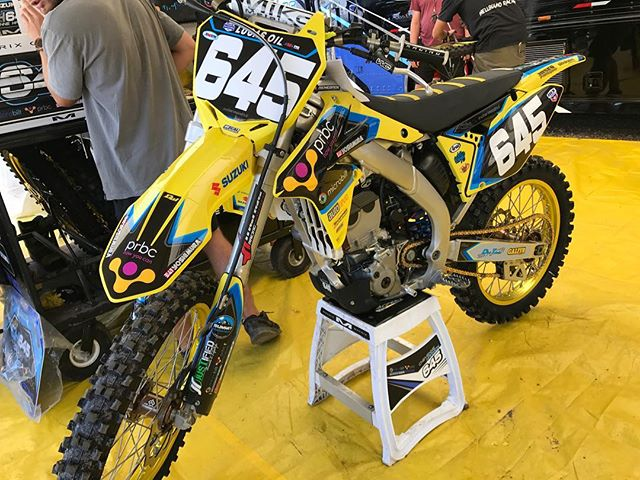 Ready for battle 👊🏻🏁 #teammicrobiltprbc #yoshimura #teamsuzuki #rmarmy #thisismoto #promotocross