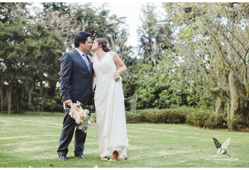 Laura & Guillermo - 02 - 9748.jpg