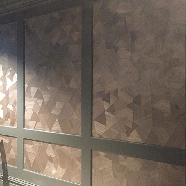 Outfitting a dark and lush home theatre using a wood veneer wall covering. Thanks to @cmc_paperhangers for the pro installation! • • • • #loczidesign #loczidesignstudio #sfdesign #sfdesigner #interiordesign #woodveneerwallcovering #sanfranciscointeriors #customdesign #custominteriors #hometheatre #hometheater #interiordesign #interiors #mediaroom #historicallandmark #sf #cmcpaperhangers