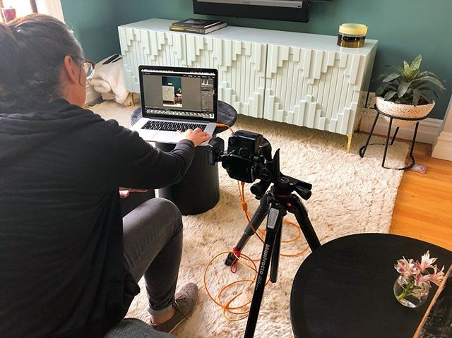 Shoot day. Stay tuned for more! Thanks to @helynn.ospina for her great work! • • •  #loczidesign #loczidesignstudio #sfdesign #sfdesigner #customdesign #custominteriors #benmoore #benjaminmoore #interiordesign #interiors #helynnospinaphotography #helynnospina #livingrooms #livingroomdesign #sf #uniquepaint