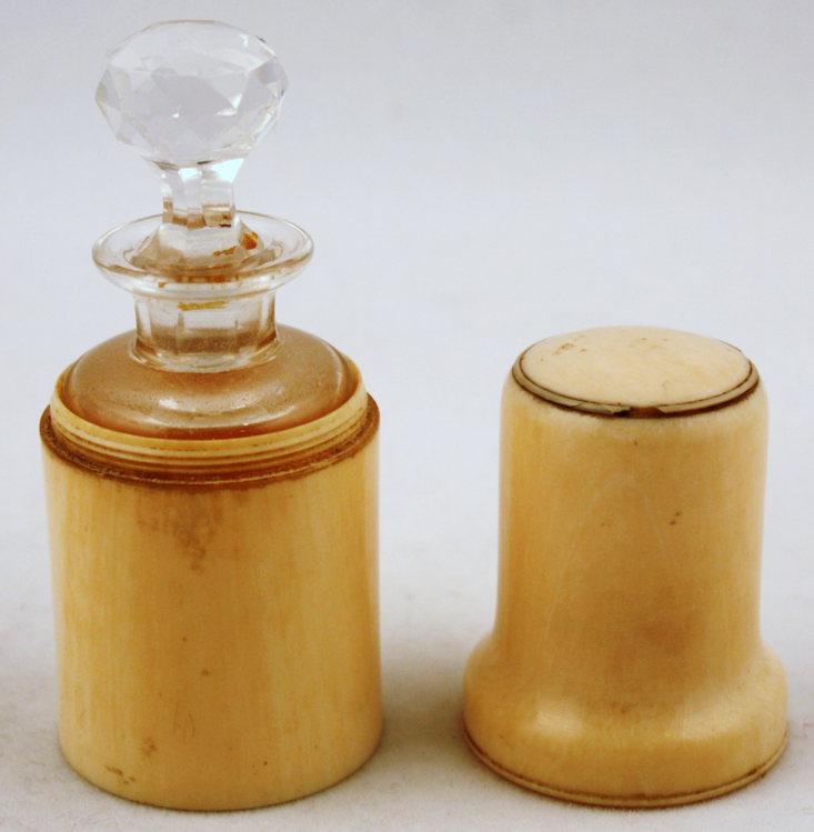 Apoth - Fancy  Vial in  Ivory  Travel Case.png