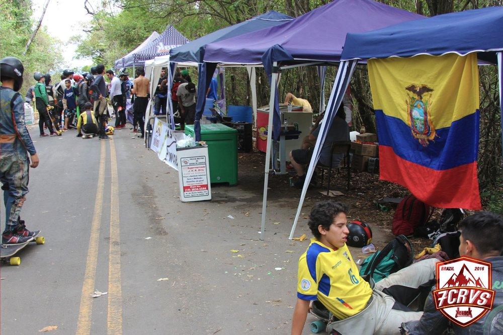 Kevin Castillo y nuestra bandera ecuatoriana.