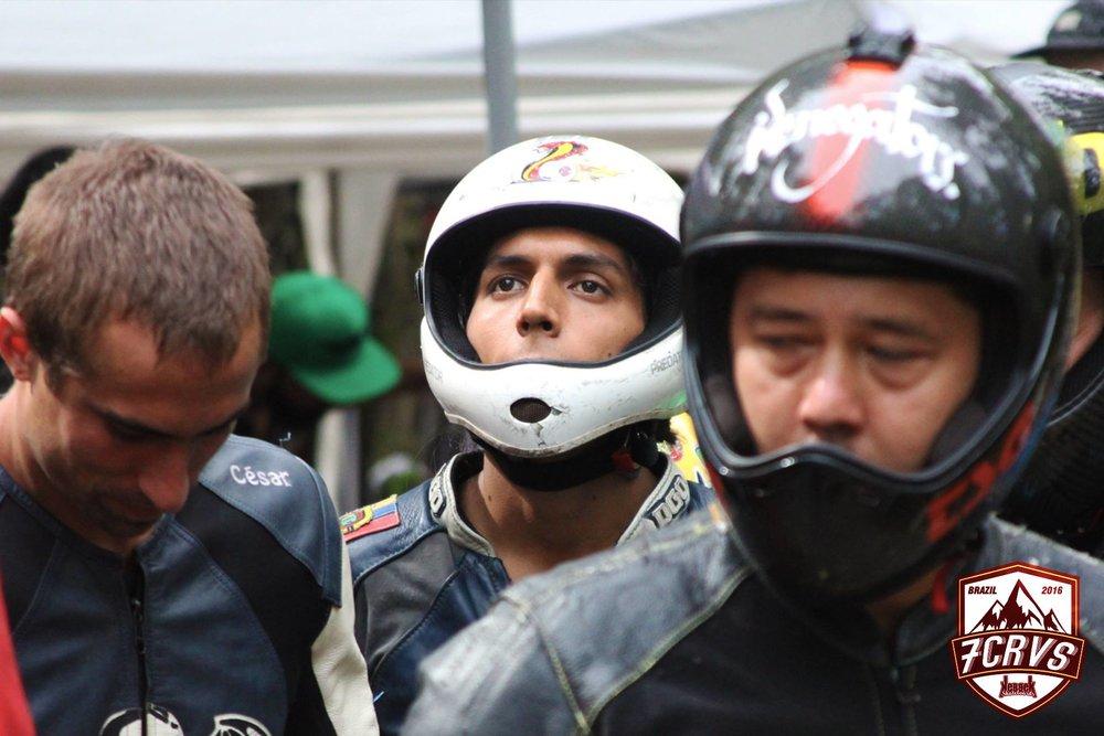 Andrés Rodríguez alistándose para competir.