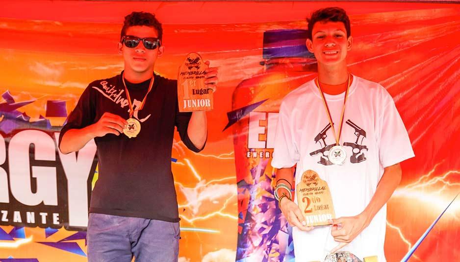 Jeremy Zambrano (izq) y Sebastian Cuevas (der), ganadores cateogría JUNIOR.