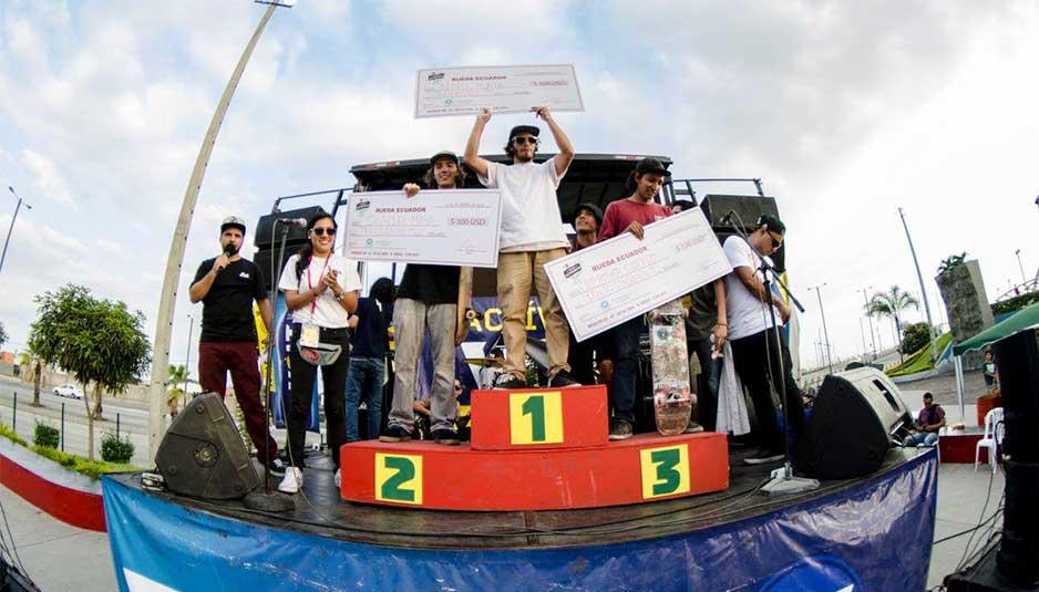 Ganadores categoría Open del primer torneo de skate en Ecuador