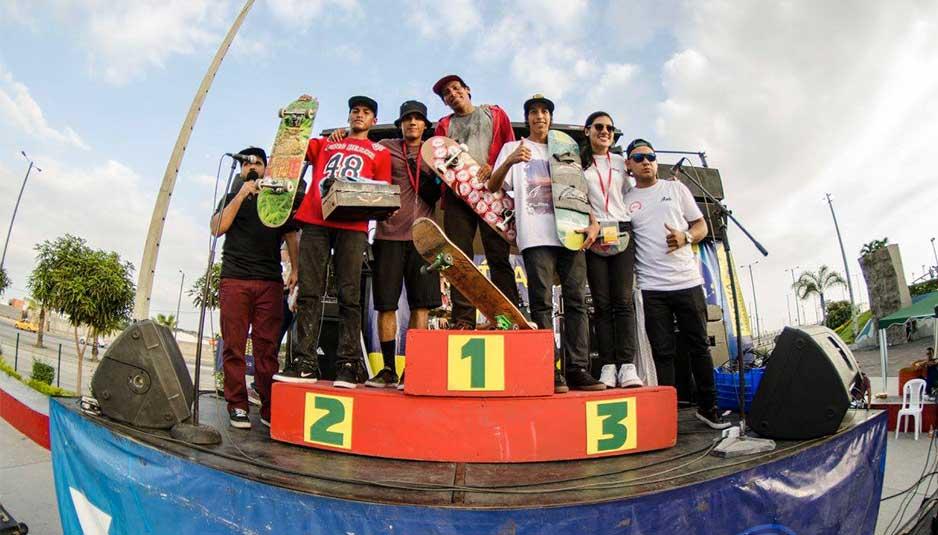Ganadores categoría Intermedio del primer torneo de skate en Ecuador