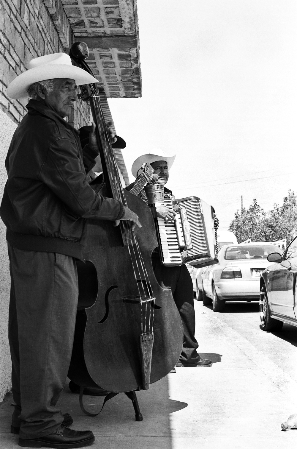 Musicos.  Rosarito, Baja California, Mexico. 35mm.