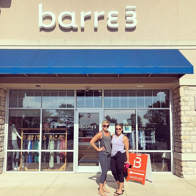 What do you do with your friend for her birthday ? Take her to the barre @barre3powell !!! Another amazing class, thanks ladies !!! 👏🏻 #barre3 #barre3powell #powell #ohio #fitmom