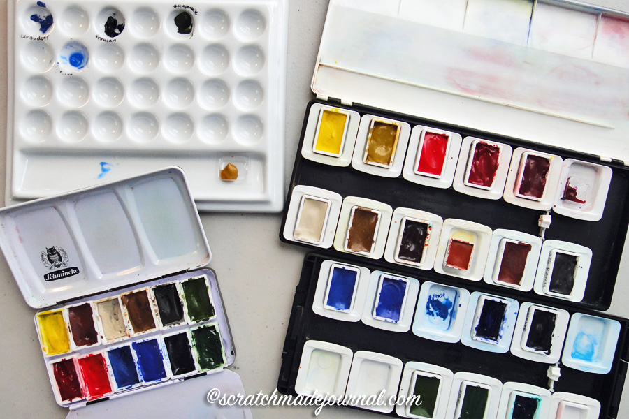 Positives & negatives of current watercolor palettes plus tips for picking out a palette - scratchmadejournal.com