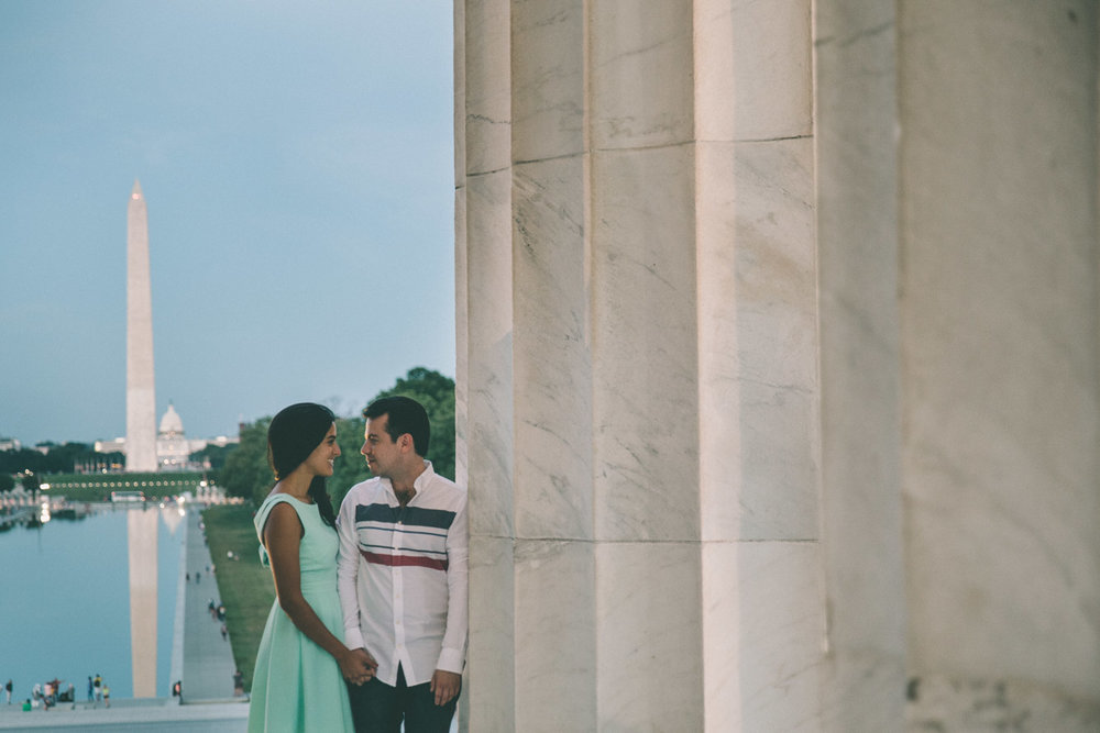 engagement session washington dc mall lincoln memorial washingon memorial reflecting pool.jpg