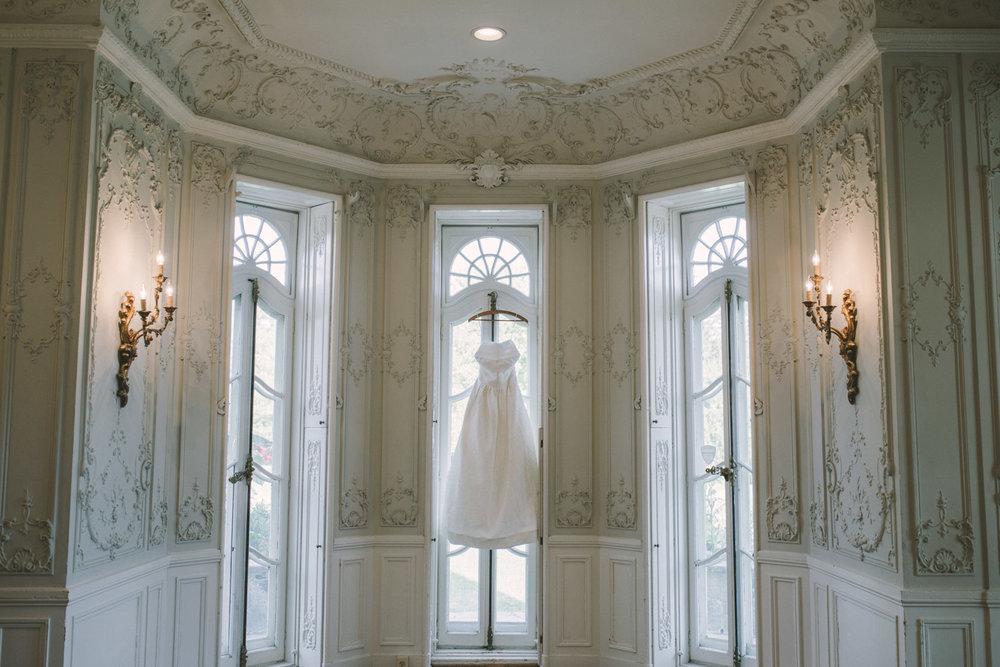 cylburn arboretum baltimore wedding dress shot.jpg