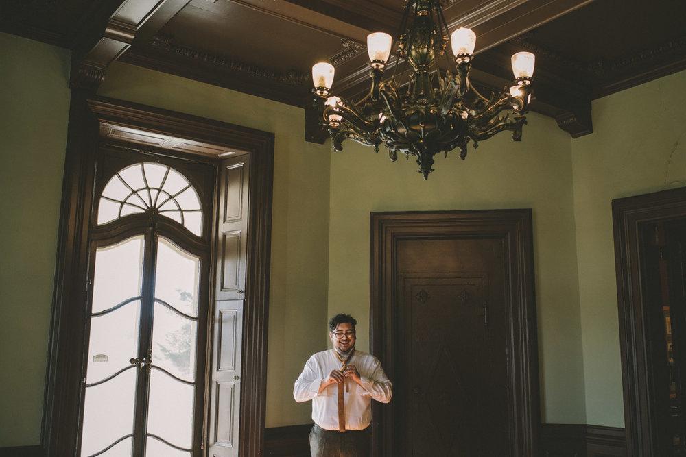 cylburn arboretum baltimore wedding groom tying tie getting ready.jpg