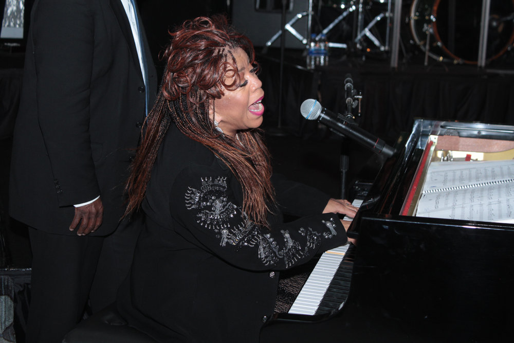 sscclinks_valerie_simpson_piano.jpg
