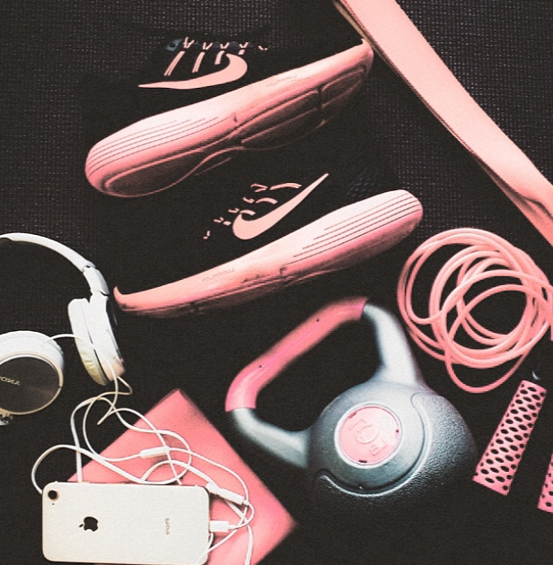 Image by  @rootedbylove  | Runners  @nikewomen  | Headphones  @sony  | Skipping rope  @lululemon