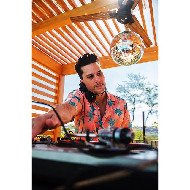 A few weeks ago in Costa Rica djing for @whotels fuel weekend 🏝 #detoxretoxrepeat