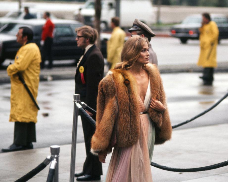 kateoplis: 1975 Oscars: Lauren Hutton in Halston