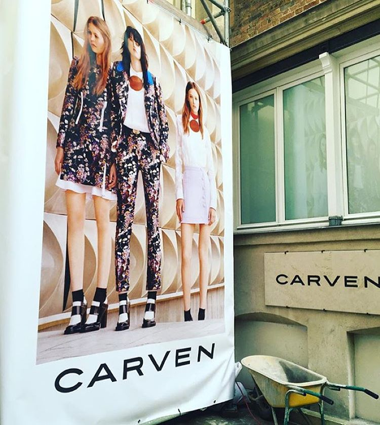 Paris streets. A wheelbarrow & some stunning new season #Carven is what we found. You can find it in store & online now #pfw #carven #parisstreet #buyersdiary #regram @ilanam #gracemelbourne  (at Saint-Germain-des-Prés)